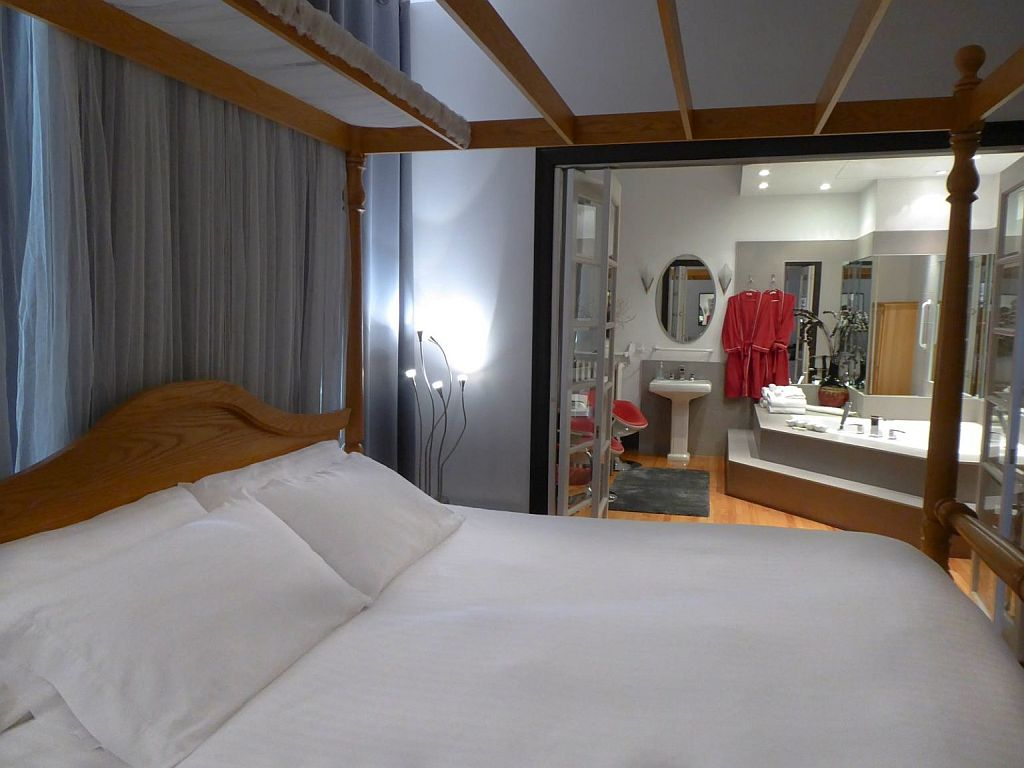 Swiss Hotel King Spa Suite